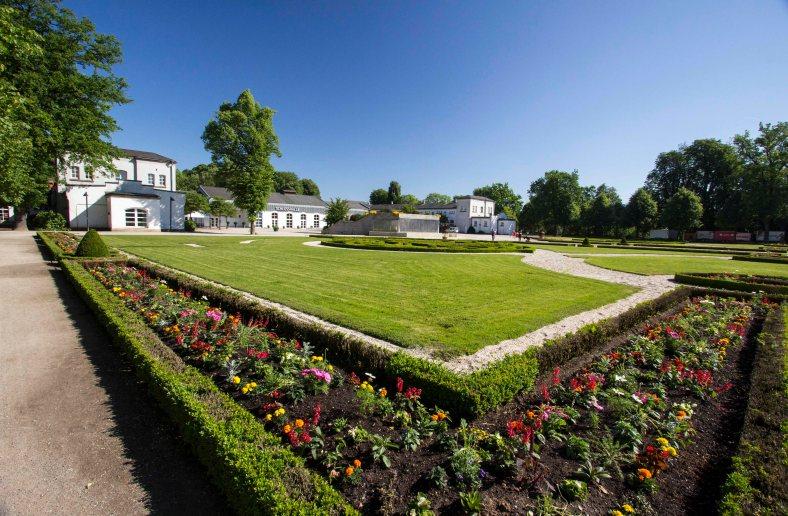 Schloss Neuhaus 1