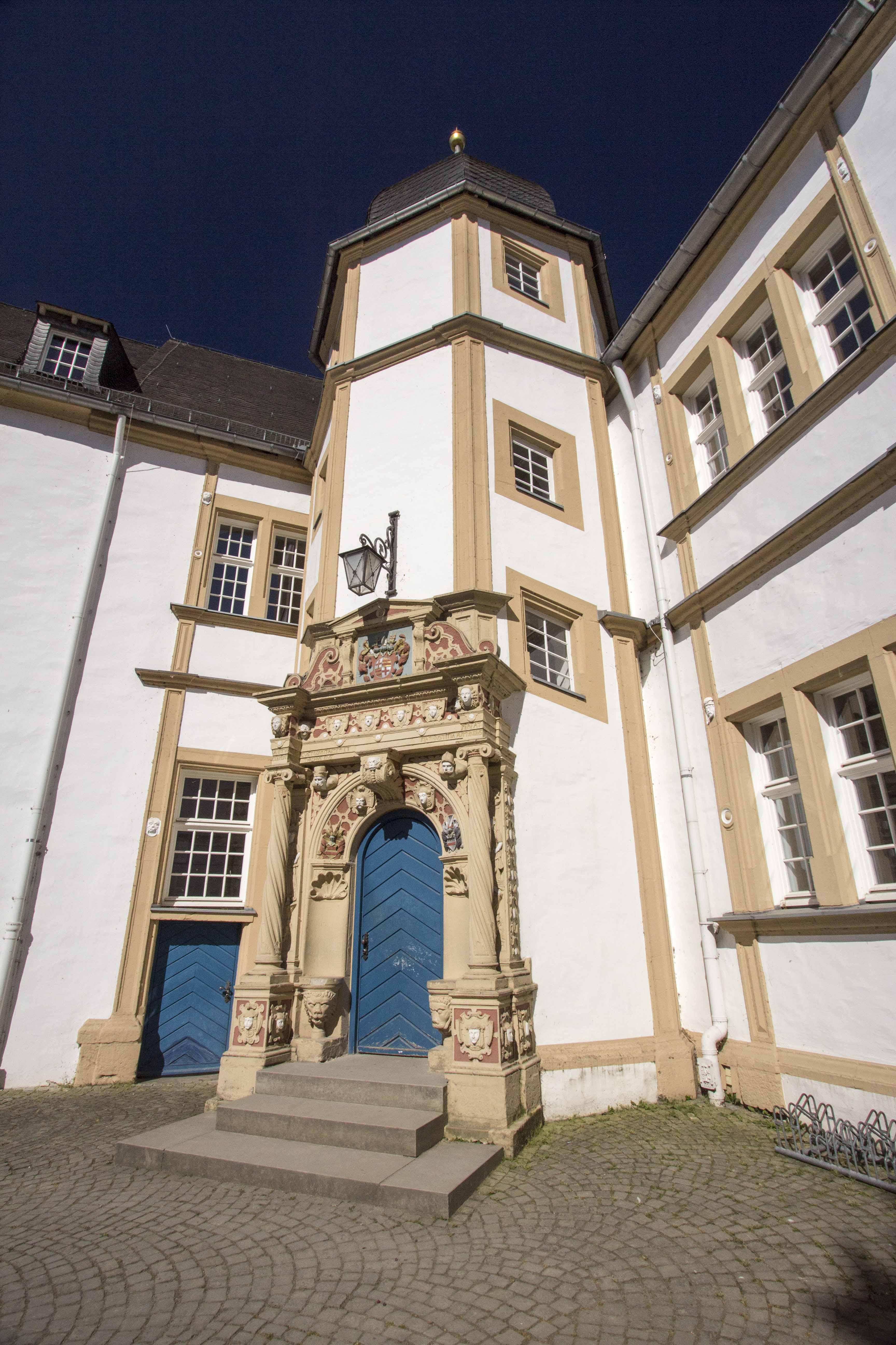 Schloss Neuhaus 4